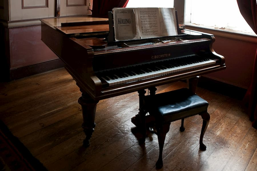 How to move a piano without breaking the bank?