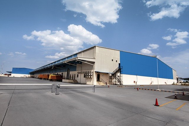 What features to look for in storage units Arizona?