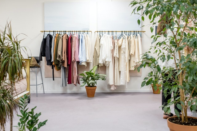 Easy ways to pack clothes for an interstate relocation